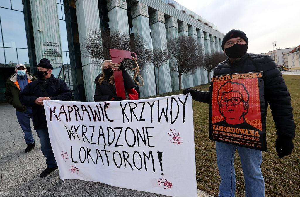 Protest stowarzyszeń lokatorskich przed Sądem Najwyższym w Warszawie w czasie procesu Marka M.