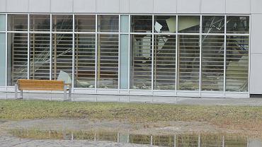 Zawalony dach hali sportowej