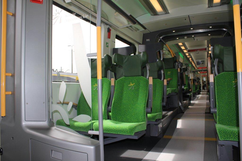 Wakacje 2016. Pociągiem 'Dragon' i 'Słoneczny' Kolei Mazowieckich można wybrać się w podróż w promocyjnej cenie