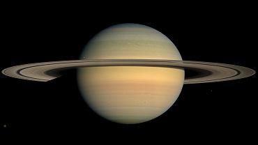 Saturn. Odkryto nowe księżyce.