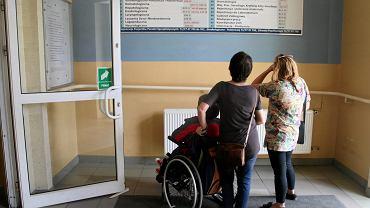 O zasiłek opiekuńczy wcale nie jest łatwo. Nie każdy, kto opiekuje się osobą niepełnosprawną lub niedołężną, dostanie wsparcie od państwa.
