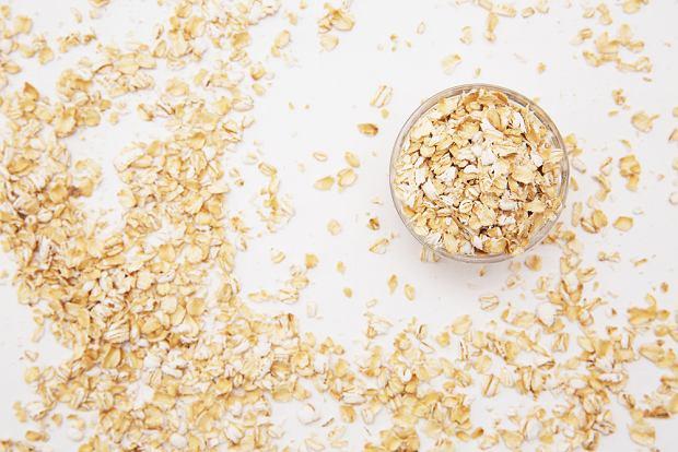 Płatki owsiane wystarczy zmielić w młynku do kawy lub zblendować, by powstał dobry zamiennik dla bułki tartej