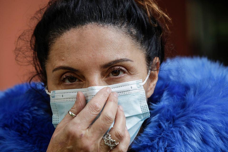 W ciągu jednego dnia w Lombardii odnotowano ponad 4 tys. nowych zakażeń koronawirusem. Na zdjęciu pielęgniarka z miejscowości Basiglio