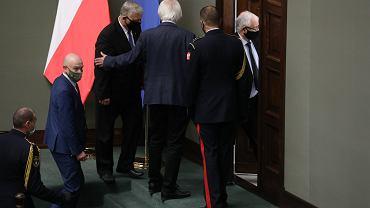 Pikieta posłanek i posłów opozycji przeciw 'PiS-owskiej wojnie z kobietami'. (kontrolowany przez prezesa Jarosława Kaczyńskiego Trybunał Konstytucyjny orzekł, że legalna aborcja w przypadku ciężkich i nieusuwalnych wad płodu jest niezgodna z konstytucją. Warszawa, Sejm, 26 października 2020