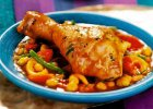 Obiad z tadżinem z kurczaka, zupą z porów i lekkim deserem
