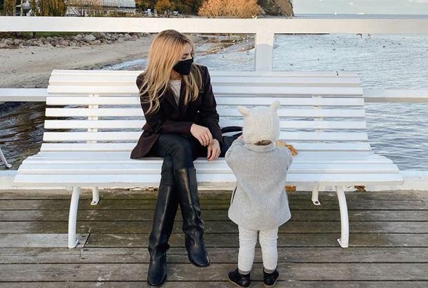 """Kasia Tusk pokazała zdjęcie z córką. Fanka zapytała, czym się zajmuje. """"Jestem mamą na pełen etat"""""""
