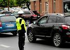 Hierarchia znaków drogowych. Czy policjant jest ważniejszy od świateł?