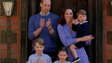 Niedzielny obiad u królowej Elżbiety II? Nic z tych rzeczy. Księżna Kate i książę William z dziećmi zajadali burgery