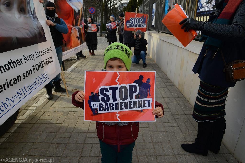 Ubiegłoroczny protest przed ambasadą Norwegii w Warszawie przeciwko Barnevernet