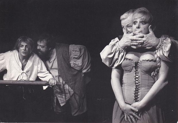 Anna Gornostaj na scenie z Marianem Opanią