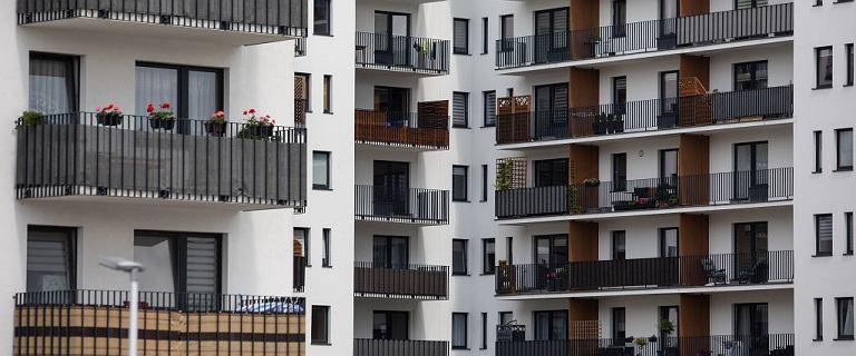 Rekord na rynku nieruchomości. Polacy kupują mieszkania za gotówkę