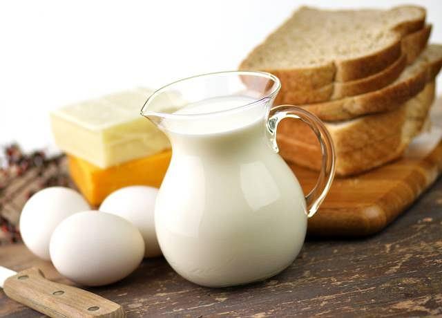 Bogate w siarkę są m.in. jajka oraz mleko