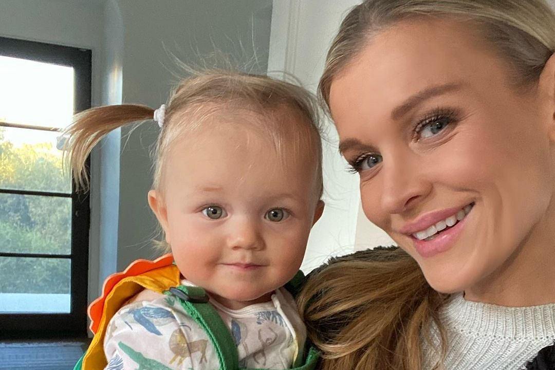 Joanna Krupa pozuje z córką. Ale szerokie uśmiechy! Asha ma już długie włosy. Fani: Mały tatuś