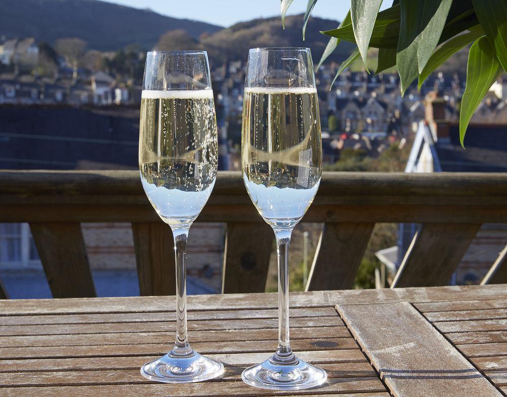 Prosecco to białe wino musujące wytwarzane jest ze szczepów winogron o tej samej nazwie