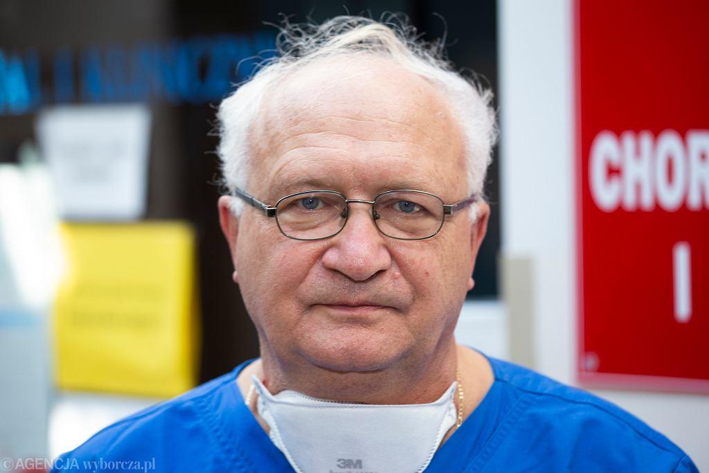 Pogróżki w stronę prof. Simona. 'Piszą, że jestem PiS-owską świnią'. Policja wszczęła dochodzenie