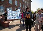 """""""W życiu nie chodzi tylko o maturę"""". Maturzyści z Gdańska proszą nauczycieli, by nie przerywali strajku"""
