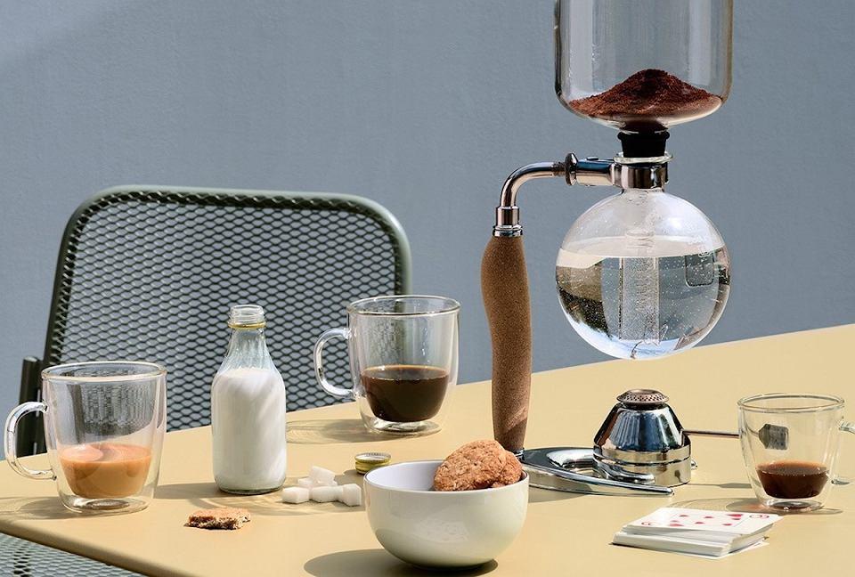 Kubki na kawę z podwójnym dnem.
