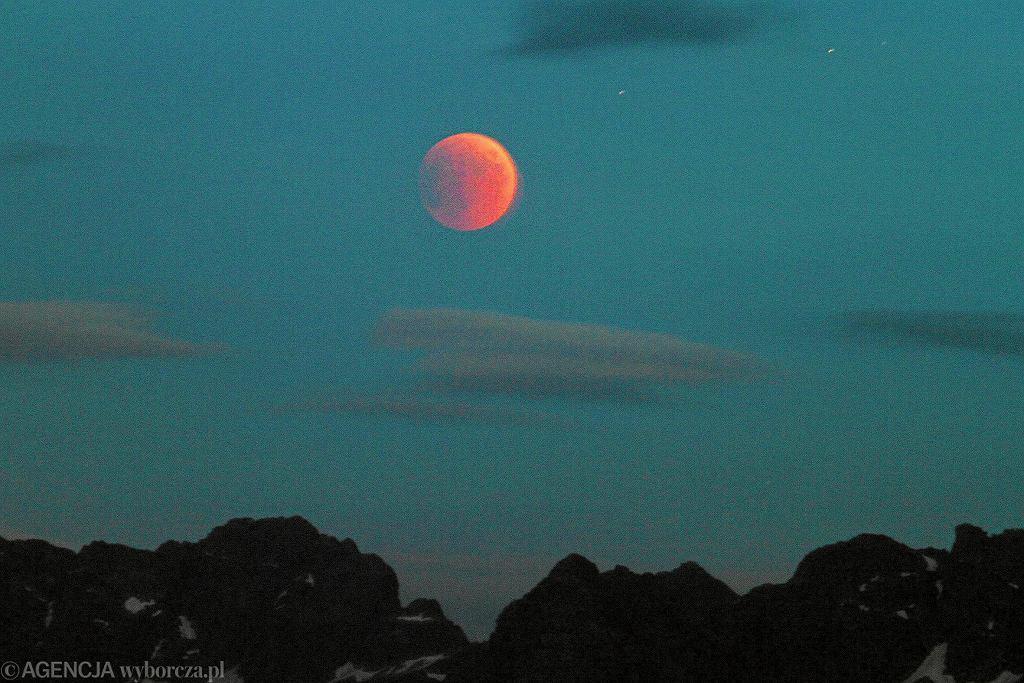 Zaćmienie Księżyca w 2015 roku widoczne nad Tatrami