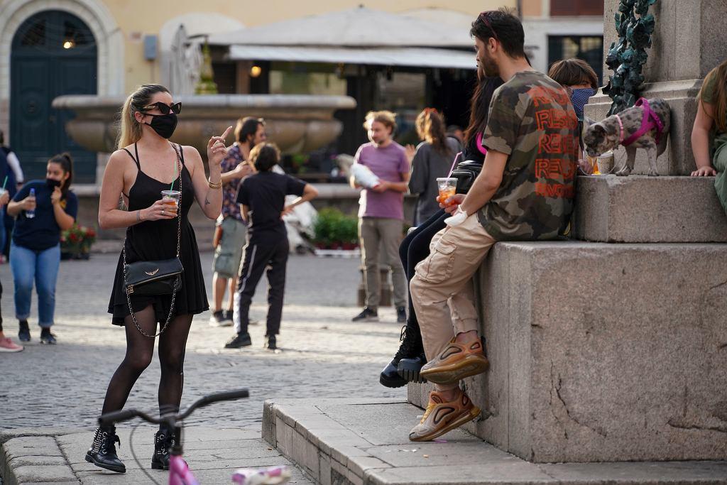 Włochy zniosły część ograniczeń, ludzie wyszli z domów