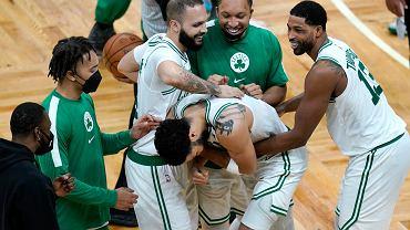 Niesamowity mecz w NBA. 60 punktów Jasona Tatuma i trzeci najlepszy comeback w historii