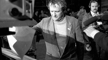 7.05.1989, Warszawa, drukarnia 'Dom Słowa Polskiego', Adam Michnik podczas druku pierwszego numeru 'Gazety Wyborczej'