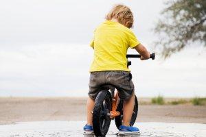 Co daje dziecku rowerek do biegania