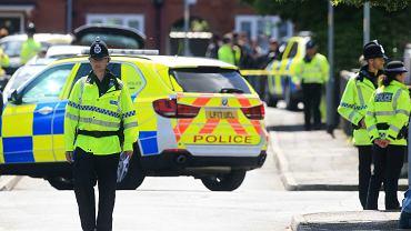 Policjanci w Chorlton, południowej dzielnicy Manchesteru, gdzie zatrzymano powiązanego z zamachem 23-latka