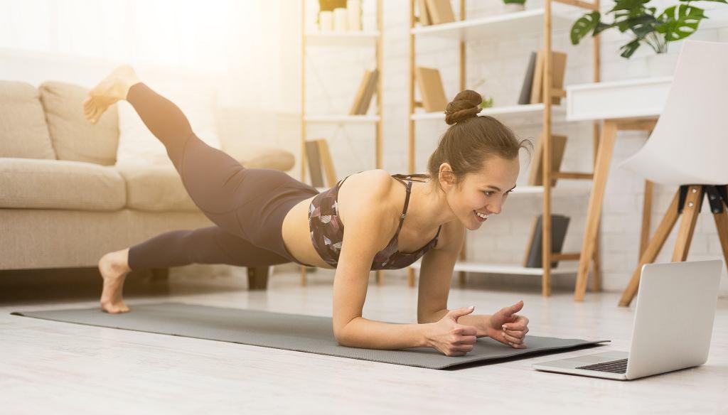Treningi pilatesu można odbywać w domowym zaciszu.