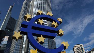 Komisja Europejska chce, aby pierwszy etap przygotowań do pogłębienia integracji strefy euro zakończył się do wyborów europarlamentu w połowie 2019 r. Nowy Parlament Europejski mógłby się już zająć zmianami traktatów europejskich, które przypieczętują zmiany w regulacjach dotyczących państw UE ze strefy euro