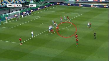 Uderzenie Cristiano Ronaldo z rzutu wolnego w meczu z Izraelem