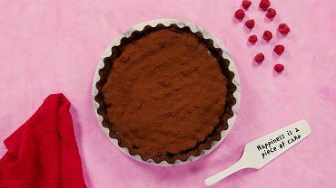 Tarta czekoladowa z malinami. Idealny finał romantycznej kolacji