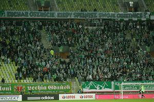 Agencja ochrony wyrzucona z meczów Lechii. Za transparent o Kucharze