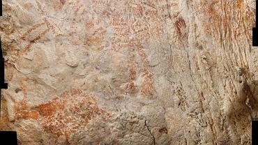 Malunki zwierząt i obrysy dłoni sprzed ponad 40 tys. lat w wapiennej jaskini Lubang Jeriji Saléh we wschodnim Borneo