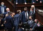 Posłanka własną piersią osłania Kaczyńskiego przed Nitrasem. Awantura w Sejmie