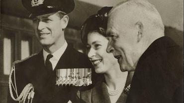 Filip, zmuszony po ślubie do zakończenia kariery, całe życie tęsknił za marynarką wojenną