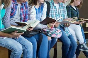 Dzieci idą do szkoły z samymi zeszytami - żalą się rodzice. Gdzie są darmowe podręczniki?