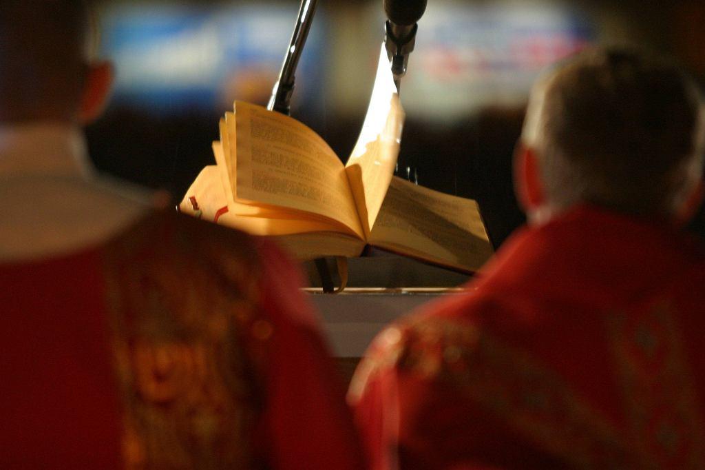 Procedury wystąpienia z Kościoła przez wiele lat były skomplikowane, sprawę ułatwiono dopiero niedawno (fot. Dominik Sadowski / Agencja Gazeta)