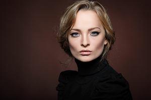 Jak złagodzić rysy kwadratowej twarzy? Zobacz 5 fryzur, w których będziesz wyglądać bardzo kobieco!