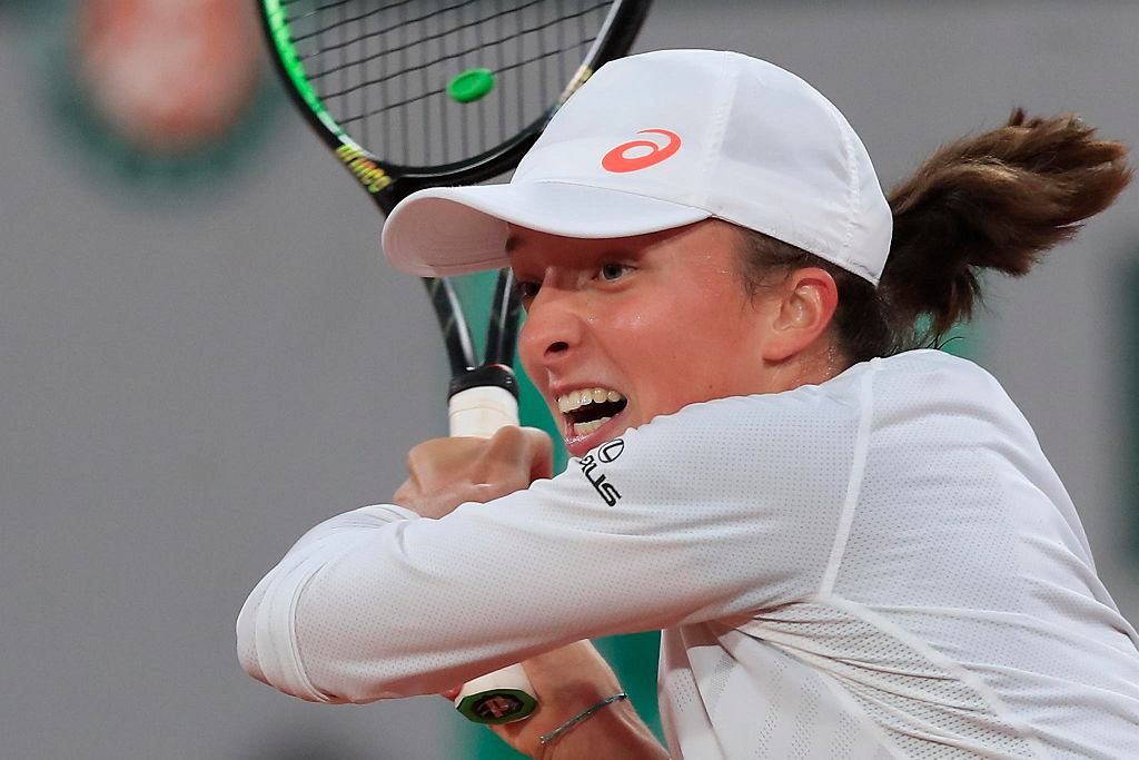 Iga Świątek pokonała Simonę Halep i jest w ćwierćfinale Rolanda Garrosa