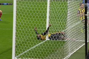 Groźny uraz w meczu Watford - Chelsea. Piłkarz zderzył się ze słupkiem