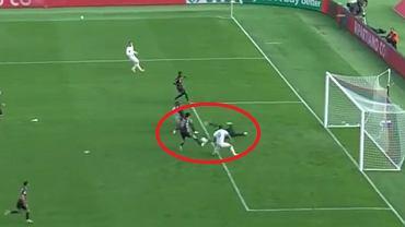 Łukasz Skorupski puszcza 4. gola w meczu Bologna - Sassuolo