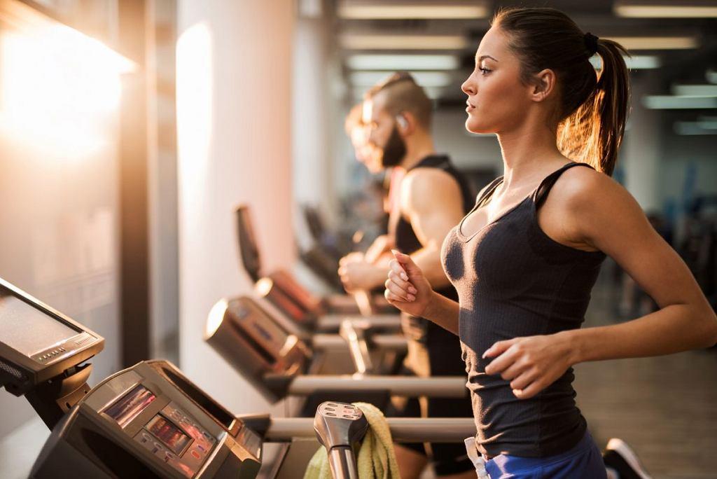 Jak wzmocnić efekty treningów na siłowni przy pomocy kosmetyków