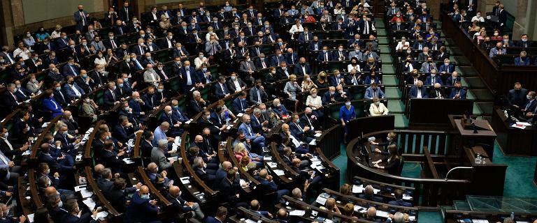 PiS chce zmian w regulaminie Sejmu. Chodzi o stan nadzwyczajny
