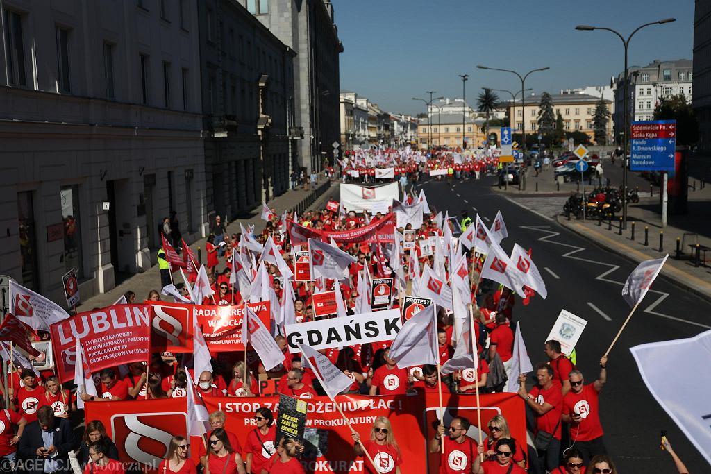 Warszawa. Protest pracowników administracji sądowej i prokuratorskiej