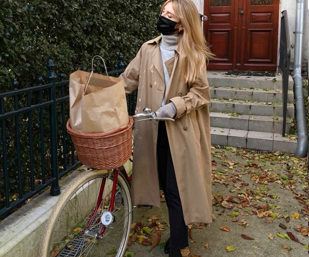 Kasia Tusk w drogiej maseczce ochronnej. Została uszyta z włoskiego jedwabiu