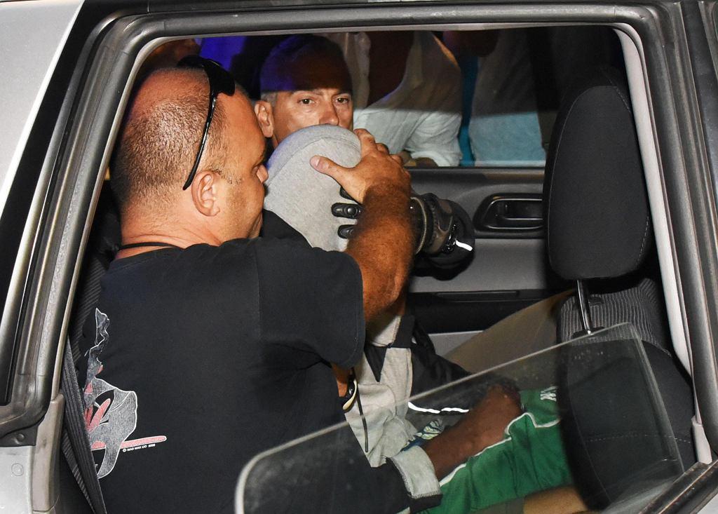 Jeden ze sprawców w drodze na przesłuchanie