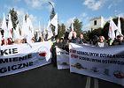 Protest hodowców pod Sejmem przeciwko ustawie PiS o ochronie zwierząt
