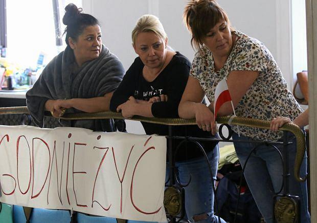 Marzena Stanewicz (pierwsza z lewej) podczas protestuj w Sejmie