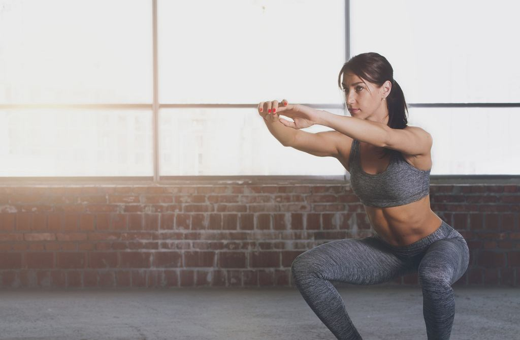 Aby cieszyć się jędrnymi pośladkami, trzeba ćwiczyć regularnie.