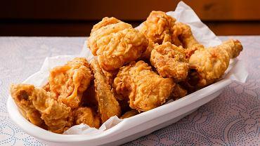 Jak odgrzać smażonego kurczaka w panierce, by był najlepszy? Możecie użyć piekarnika albo frytkownicy
